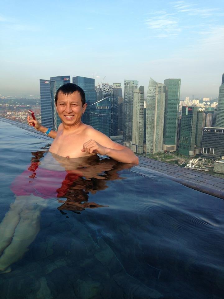 Halef, enjoying the Infinity Pool