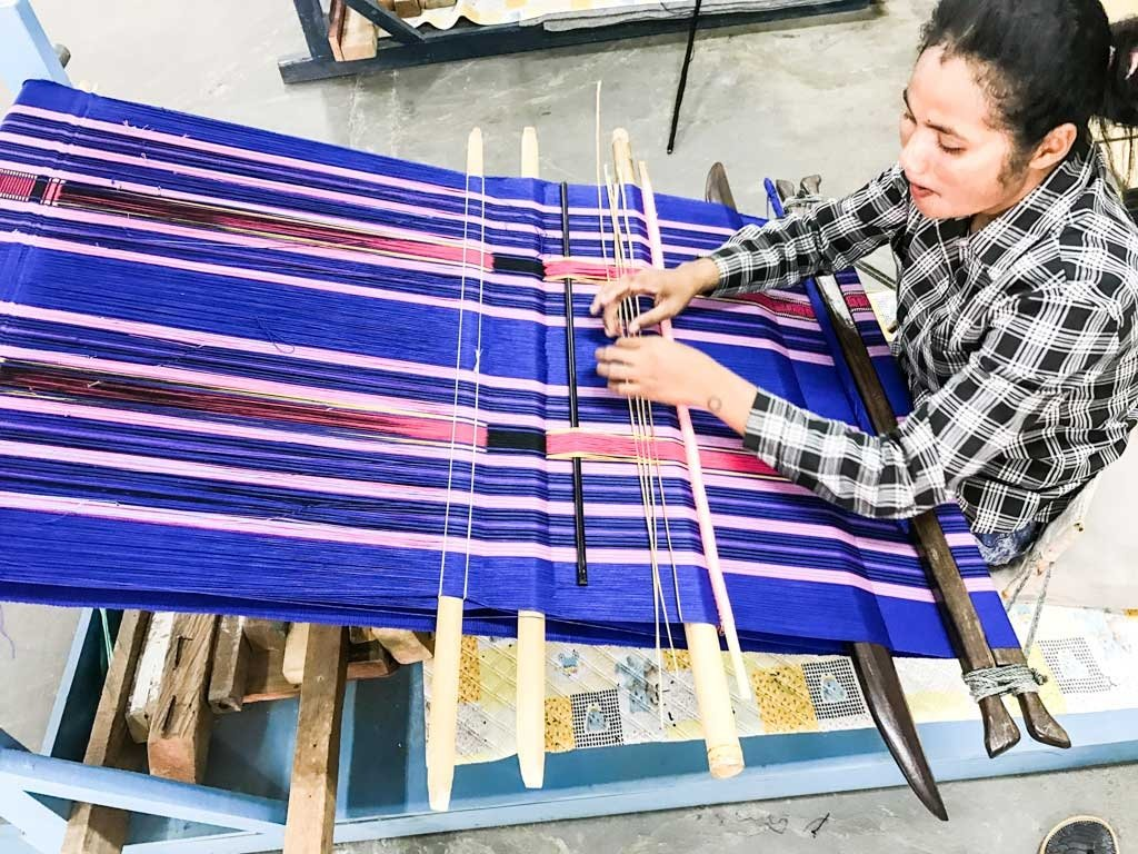 things to do in Dili - woman weaving Tais cloth