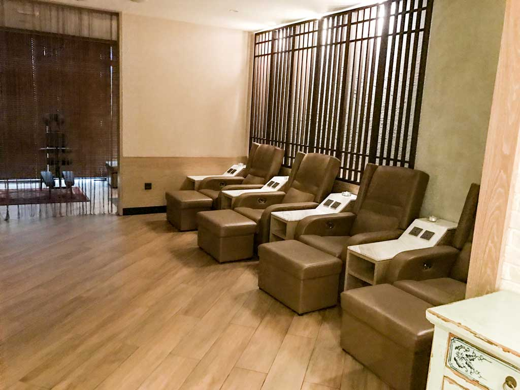 WELLNESS Maldives airport lounge spa