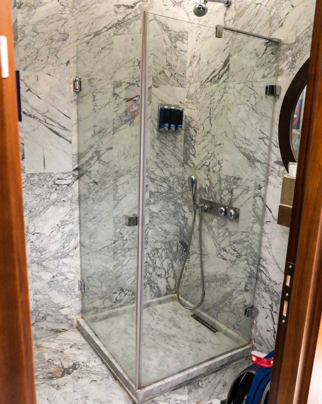 comfort airport lounge istanbul shower