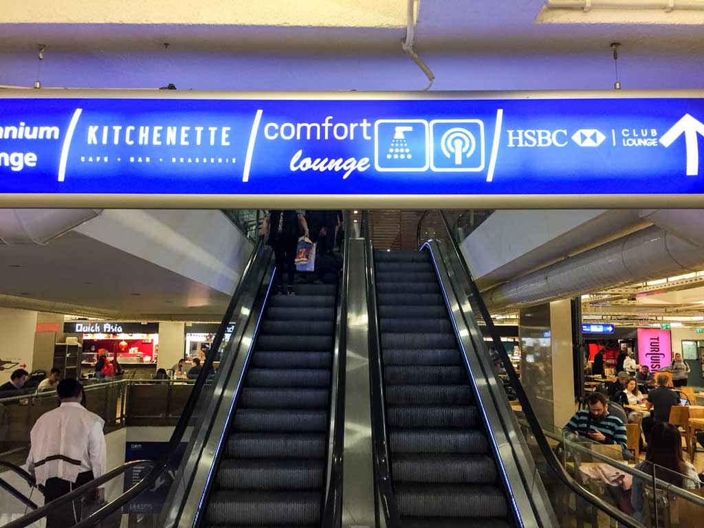 comfort airport lounge istanbul escalator