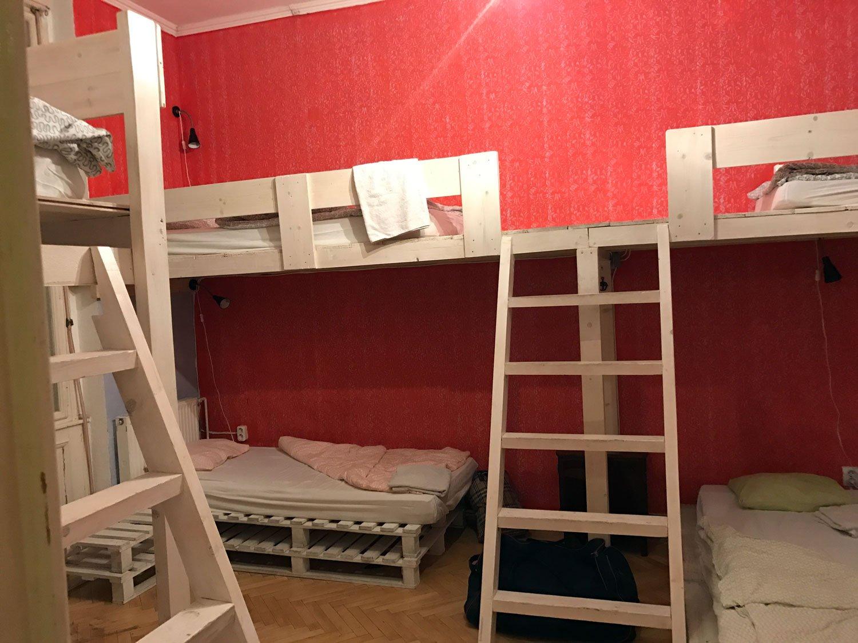 baroque hostel budapest dorm room