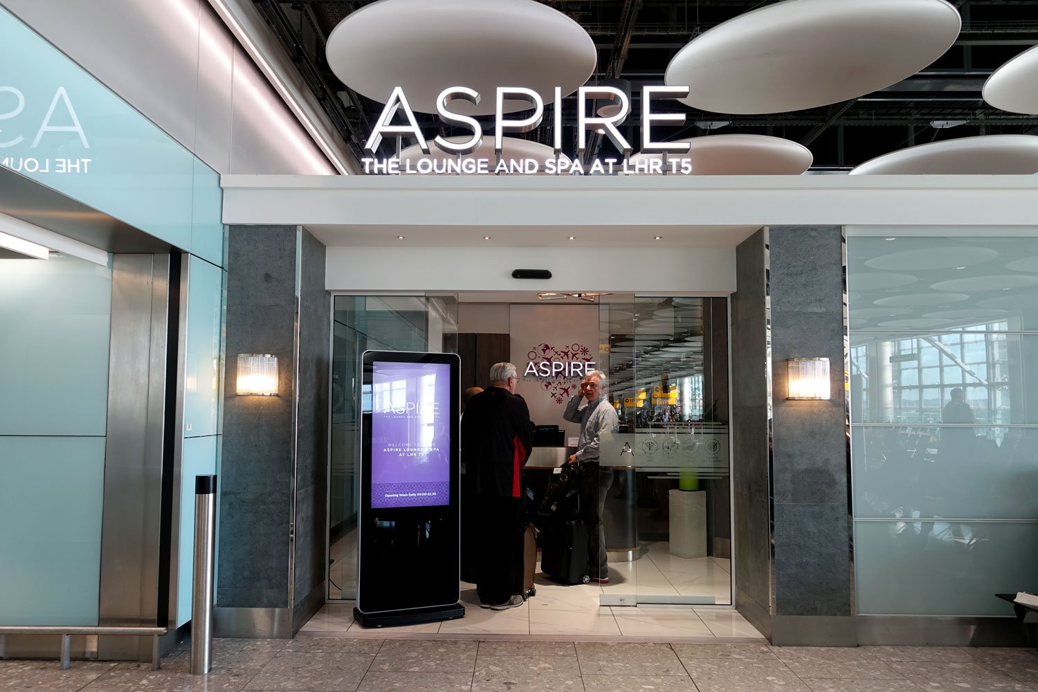 aspire lounge spa heathrow london entrance