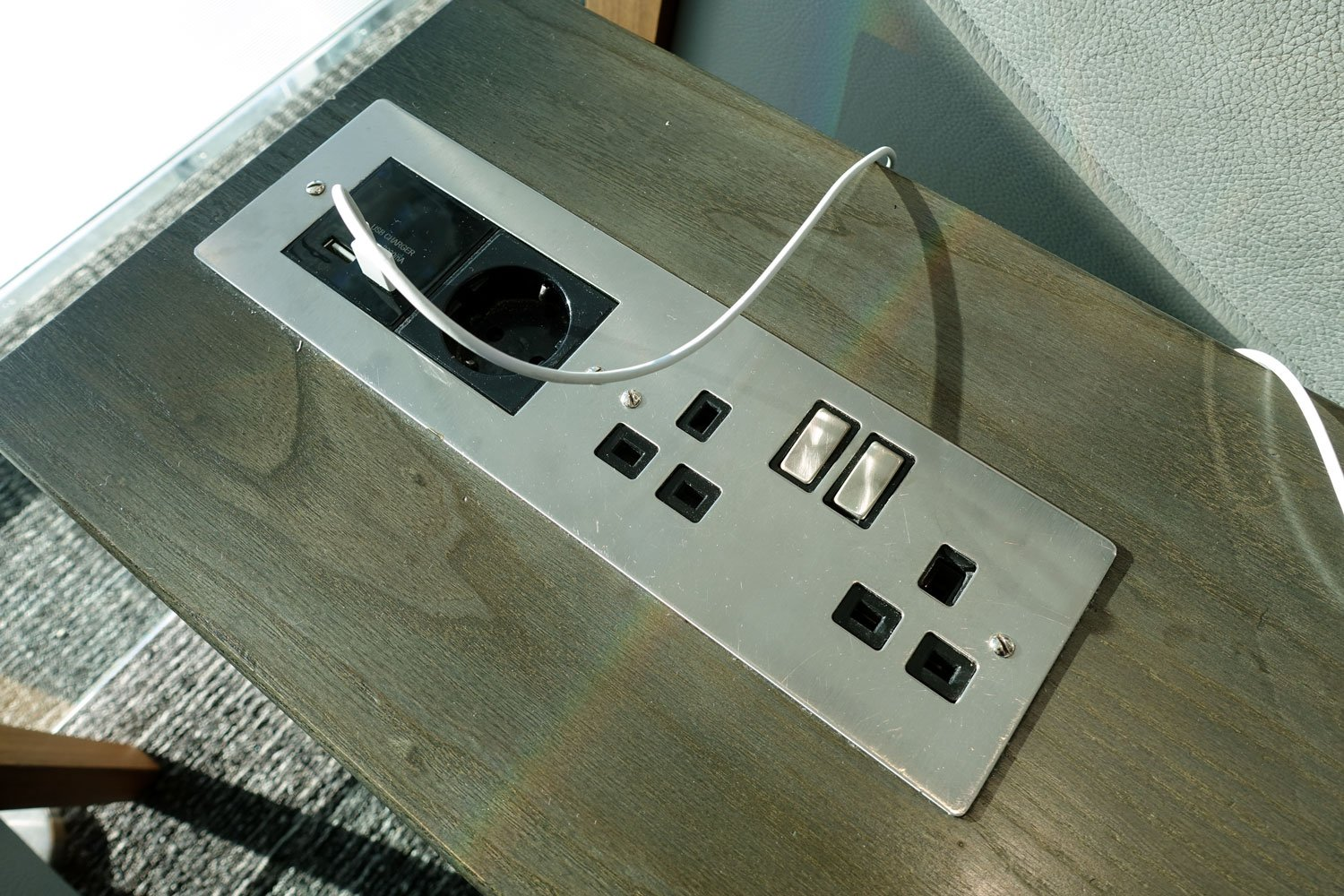 heathrow priority pass lounge - aspire lounge and spa electrical outlets