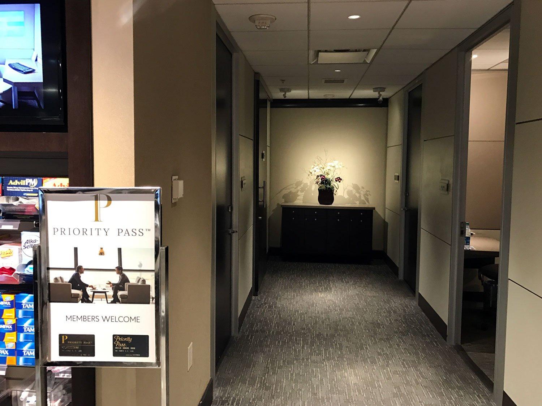Minute suites at atlanta airport hallway