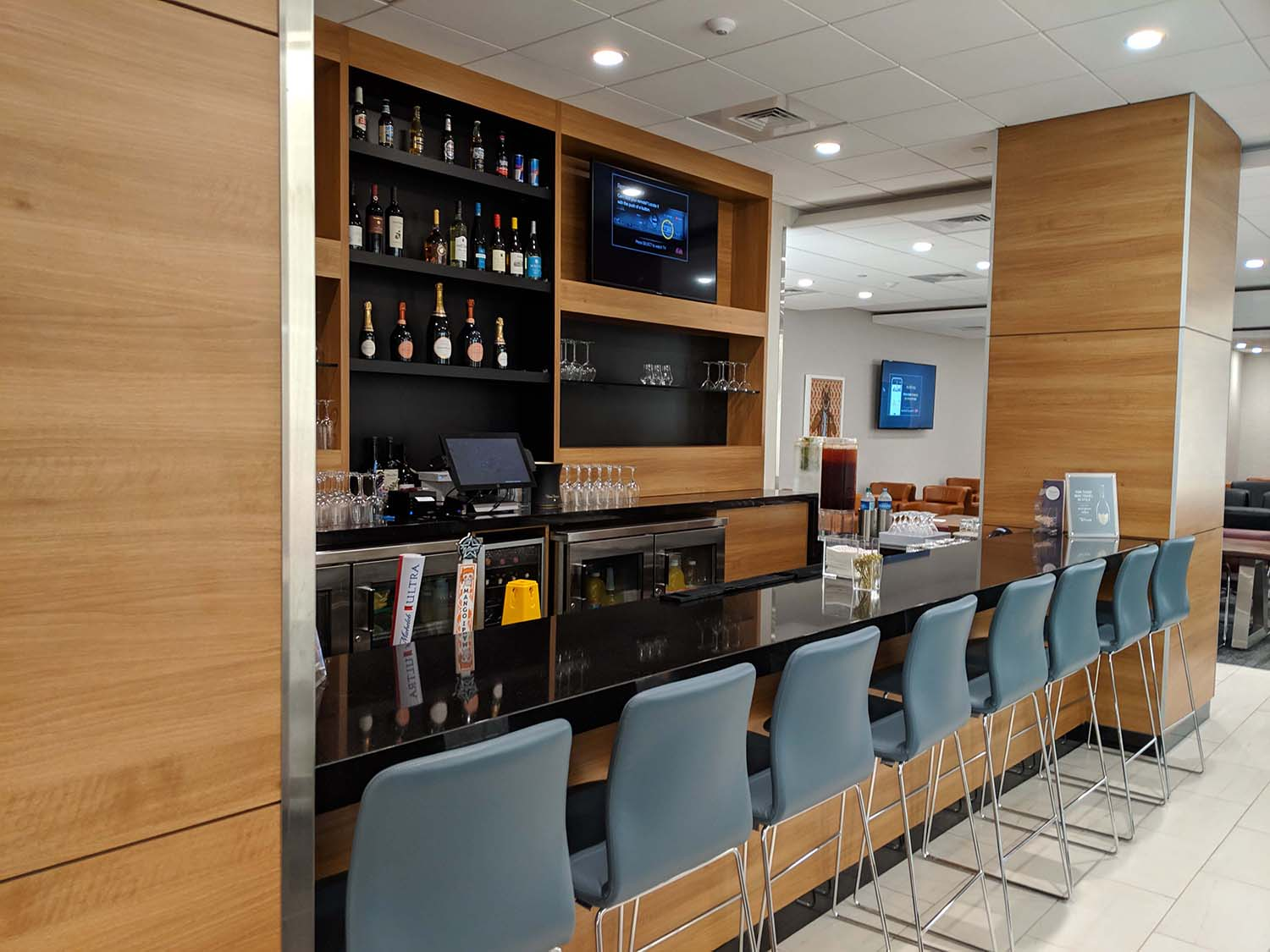 Delta Sky club in Fort lauderdale bar