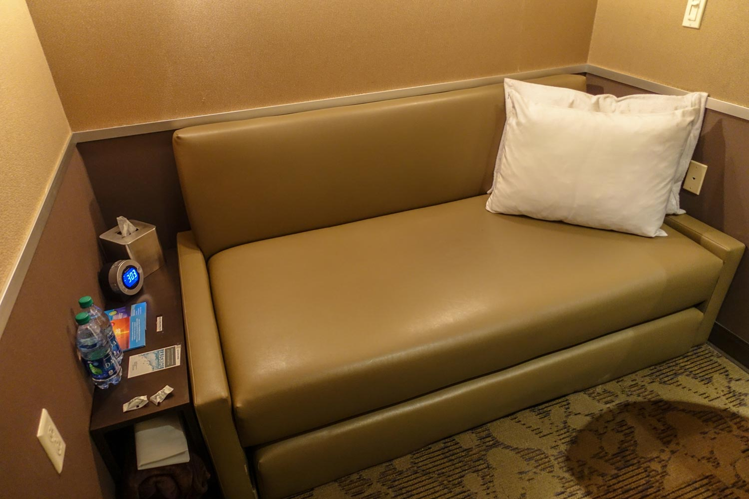 minute suites at philadelphia international airport sofa