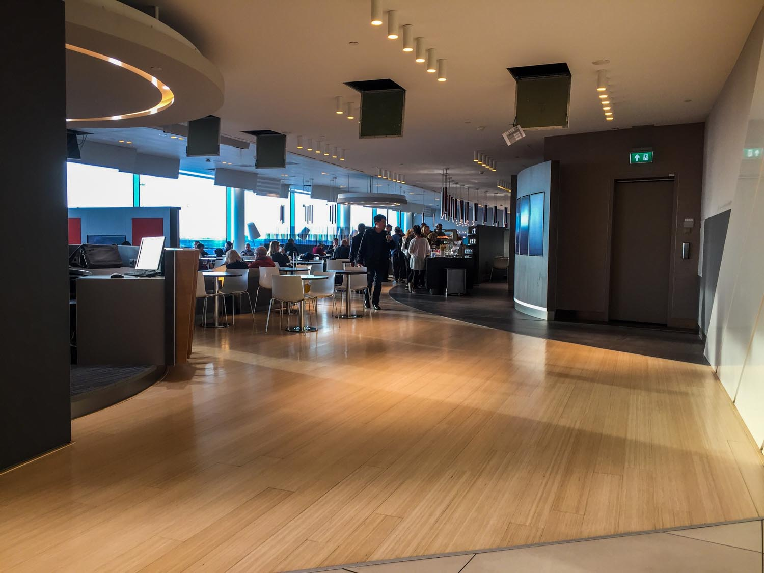 The layout of Aspire Lounge 41 in Amsterdam Terminal 3 is long and narrow