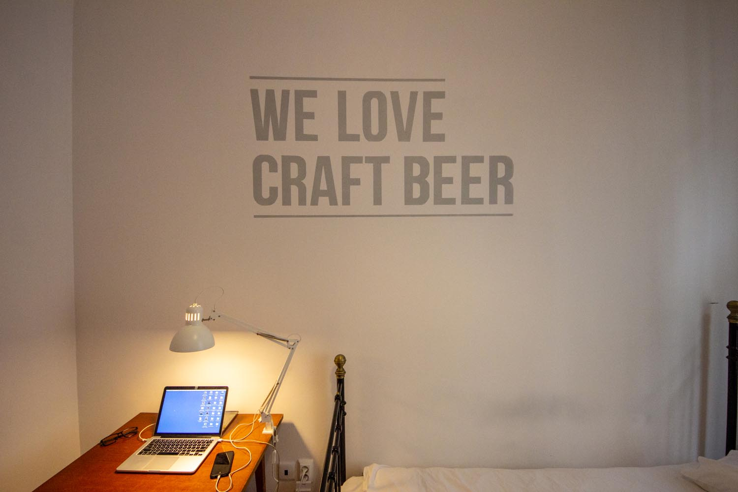 "Hopstel BeerHotel - ""We Love Craft Beer"""