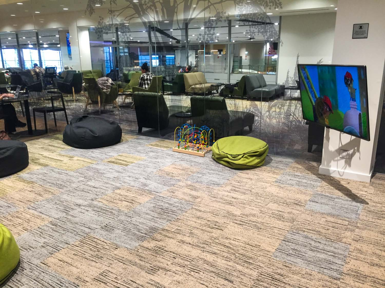 Strata Lounge auckland airport - kids playroom
