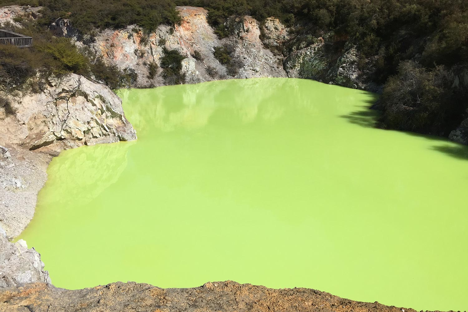 Roturua Wai-O-Tapu Devil's bath green lake