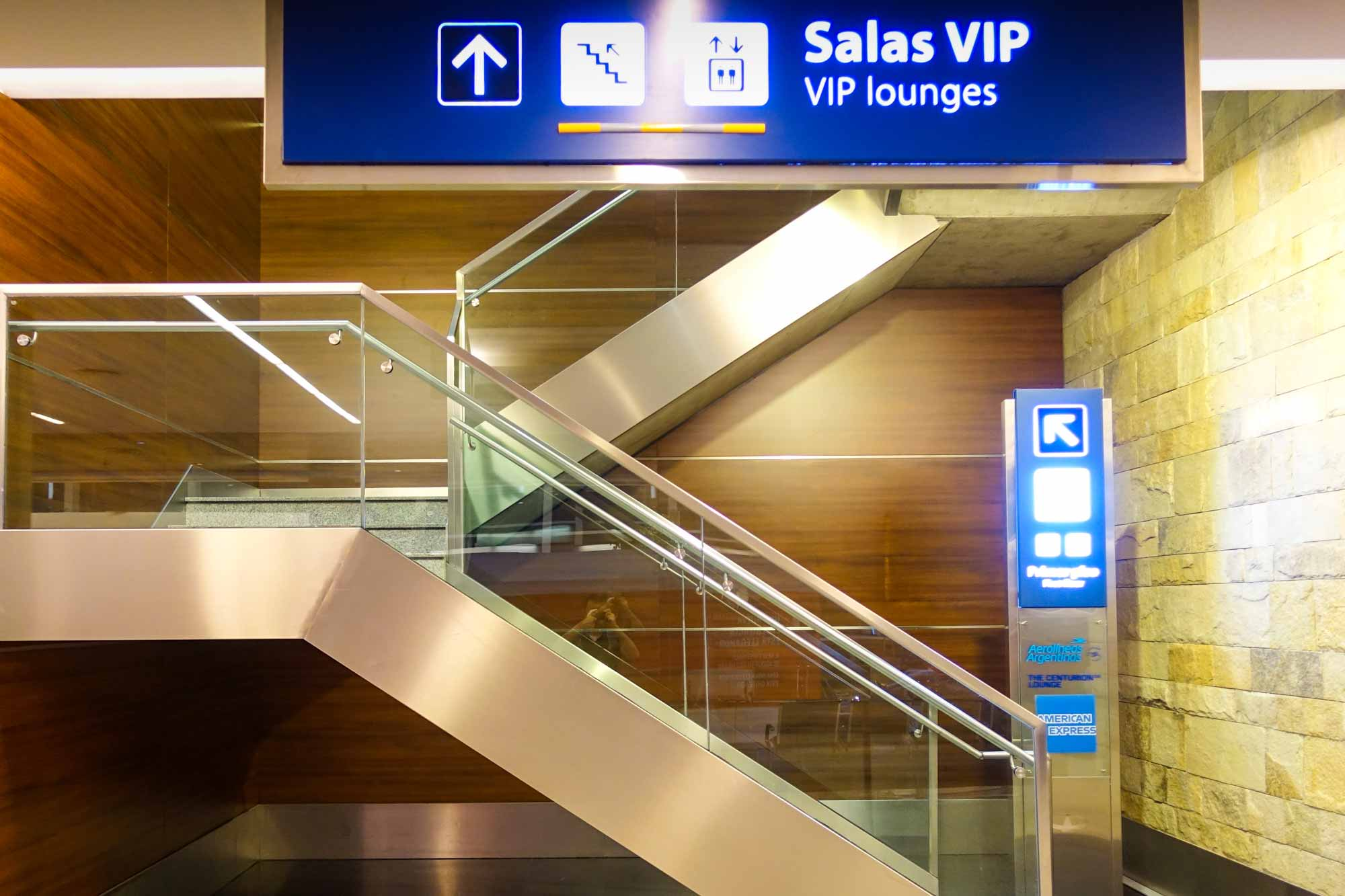 VIP Lounge directional sign in the airport