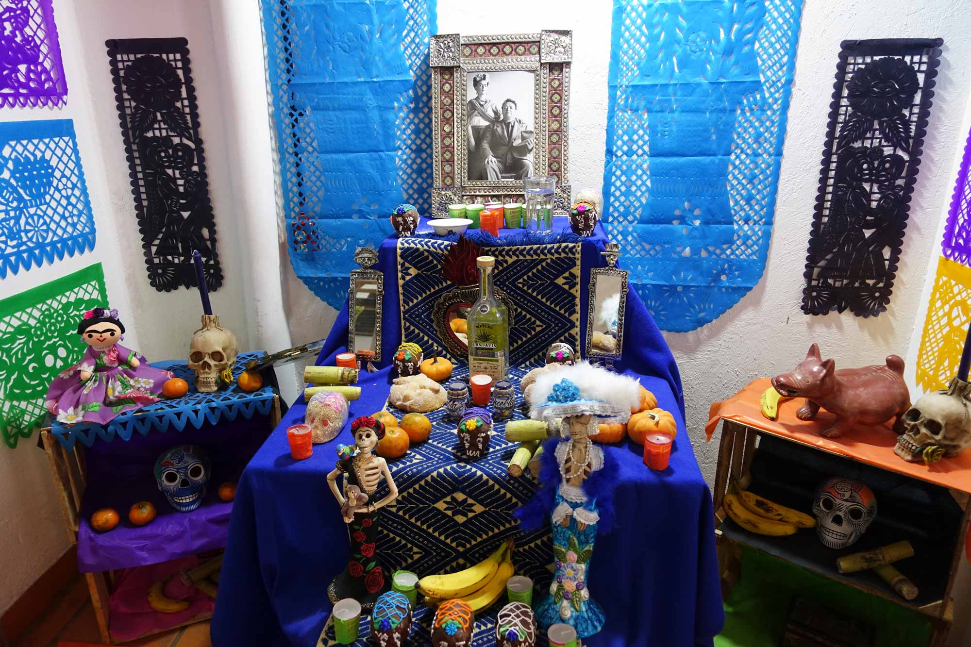 An ofrenda dedicated to Frida Kahlo and her husband Diego Rivera