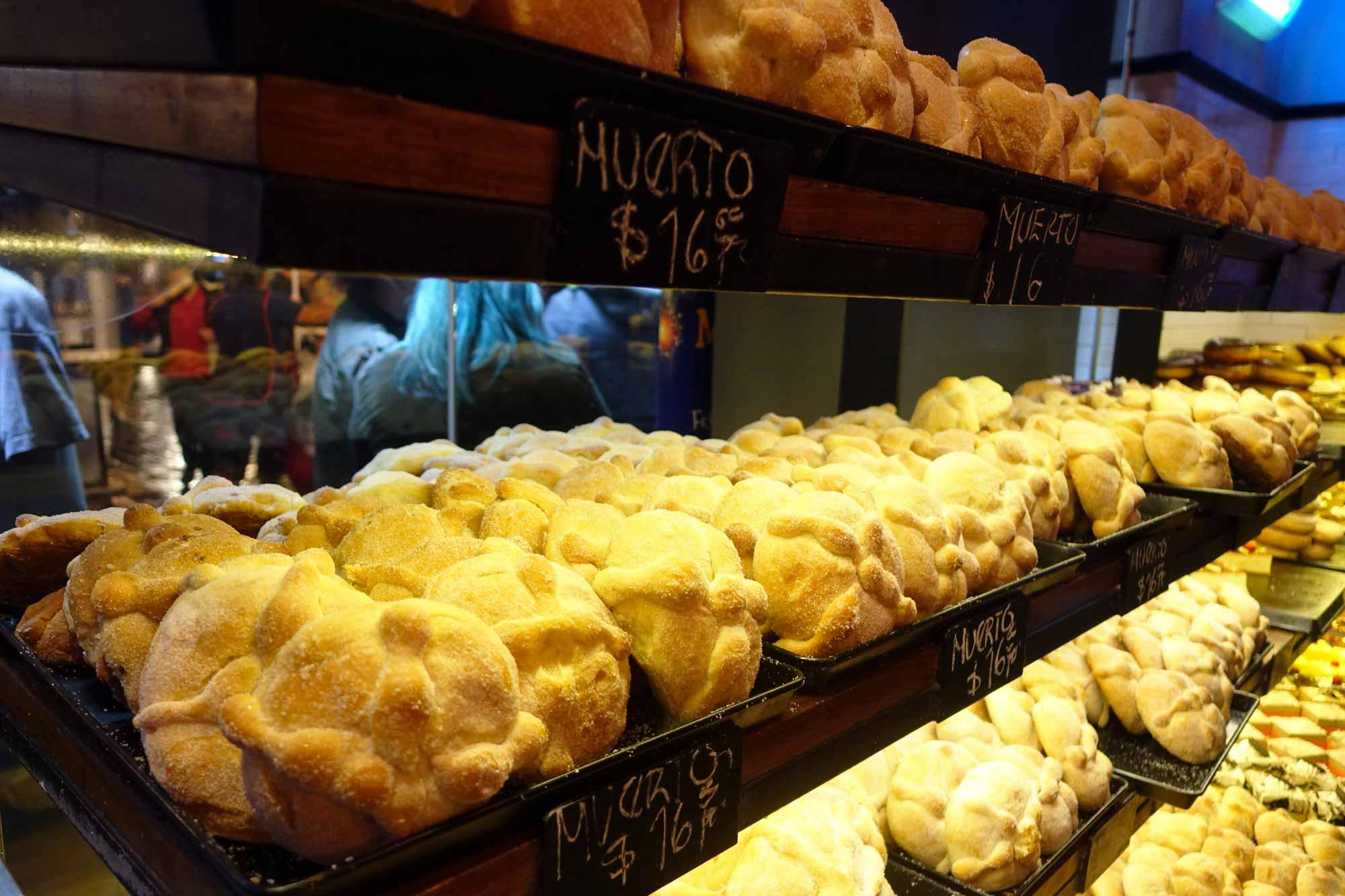 pan de muerto priced at 76 pesos
