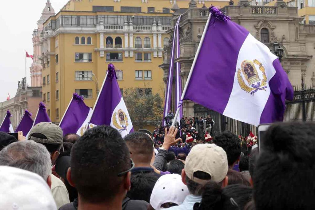 Flags, made to look like the peruvian flag, with purple stripes instead of Red and the Lord of Miracles painting in the center.